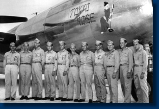 B-29 Tokyo Rose and her crew members in WW2